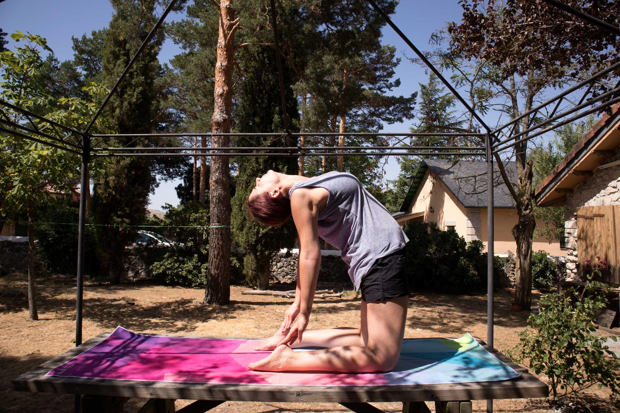 Postura yoga camello