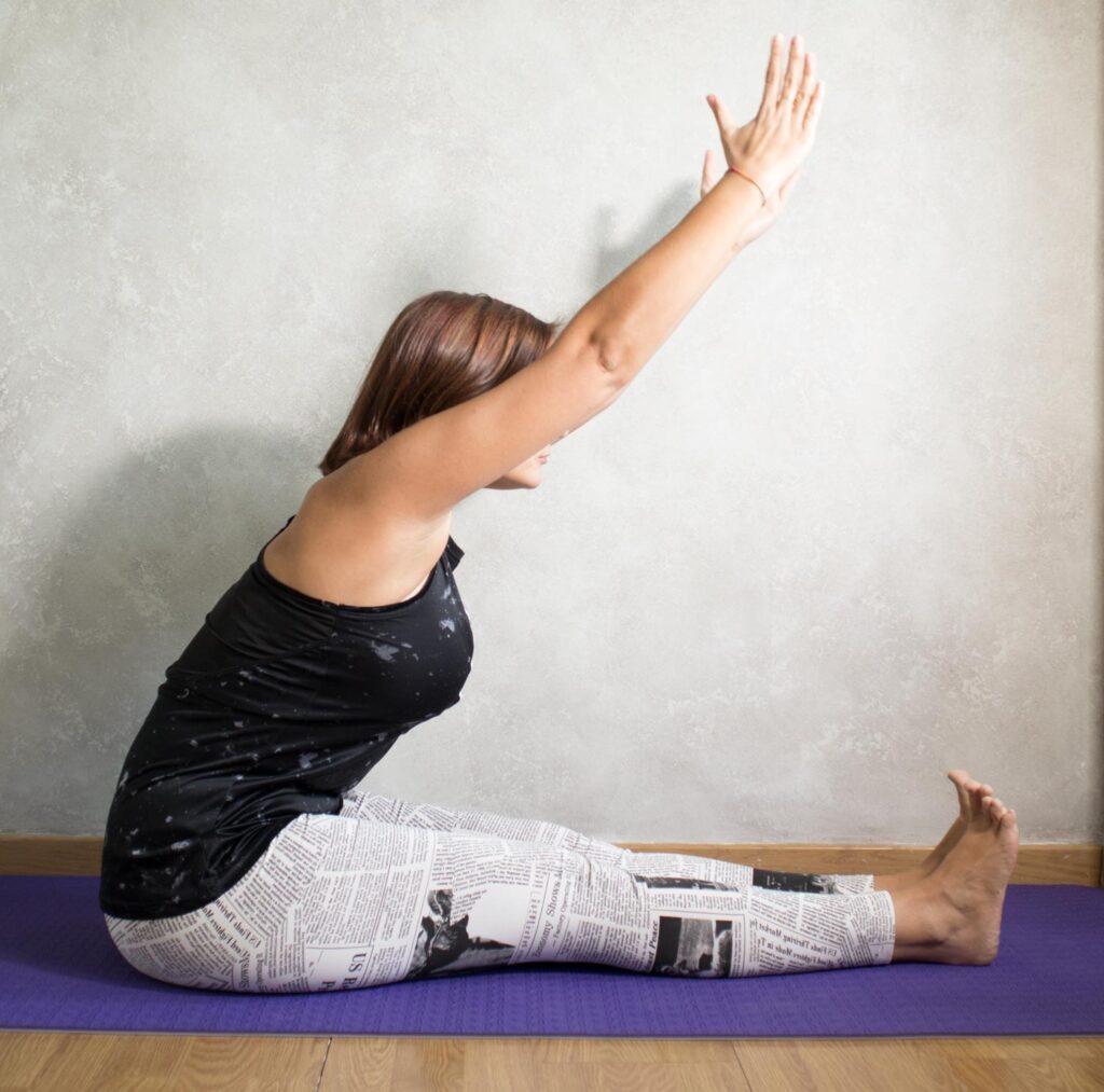 Foto flexión del cuerpo hacia delante