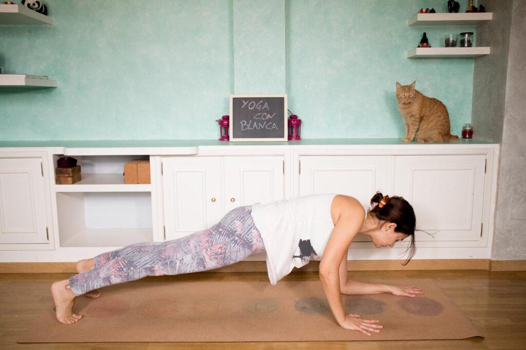 Postura de la plancha con cambio de posición de manos